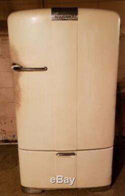 Vintage White Kelvinator MM-9-R Refrigerator Mid Century Works Great