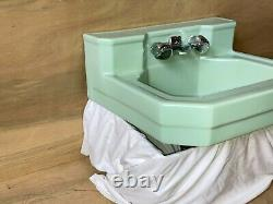 Vtg Mid Century Ceramic Pale Jadeite Green Porcelain Bath Wall Sink 679-20E